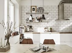 Scandinavian Interior Design Unique and Beautiful Scandinavian Interior Design Scandinavian Interior Design. Reflections of the timeless beauty of Scandinavian interior design are back in the home … Interior Design Kitchen, Rustic Kitchen Design, Scandinavian Kitchen Design, House Interior, Home, Interior, Home Decor, Contemporary Kitchen, Rustic Kitchen