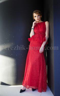 Платье Verezhik House Артикул: 532/6 Белое нарядное кружевное платье с баской, что выделяет линию бёдр