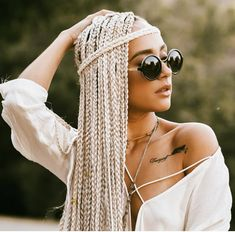 # Braids africanas con hilo 8 Braided Hairstyles for Summer Weddings Guests Chic Hairstyles, Box Braids Hairstyles, Trending Hairstyles, Summer Hairstyles, Afro Braids, African Braids, Curly Hair Styles, Natural Hair Styles, Blonde Box Braids