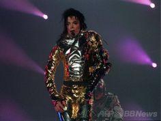 南アフリカ・ケープタウン(Cape Town)でのコンサートでパフォーマンスを披露するマイケル・ジャクソン(Michael Jackson、2009年10月4日撮影、資料写真)。(c)AFP ▼20May2014AFP|M・ジャクソン、ホログラムで「復活」 米ビルボード音楽賞 http://www.afpbb.com/articles/-/3015305 #Michael_Jackson #Cape_Town #Oct_2009