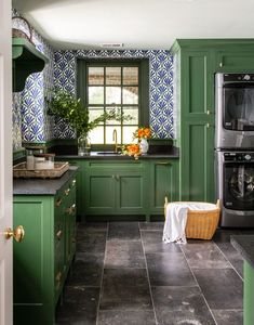 Suddenly, laundry doesn't feel like such a burden. ✨ In the laundry room of this South Carolina home, vibrant green cabinetry (Peale Green… Veranda Magazine, South Carolina Homes, Green Cabinets, Home Kitchens, Kitchen Dining, Ikea Kitchen, Kitchen Remodel, Sweet Home, Layout