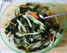 """4월부터 제철 맞은 오이가 많이 나오고 있는데요. 여름에 꼭 먹어야 할 """"오""""로 시작하는 음식 세 가지가 오이, 오징어, 오미자라고 포스팅을 적은 적이 있었지요. ■ 관련글 ▶ 여름철 꼭 먹어야 할 """"오""""로 시작하.. Korean Food, Seaweed Salad, Japchae, Side Dishes, Cabbage, Cooking Recipes, Tasty, Dinner, Fruit"""
