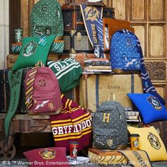 Turn your house into Hogwarts with this new Harry Potter decor line from Pottery Barn Teens! Harry Potter Tumblr, Mode Harry Potter, Harry Potter Bedroom, Harry Potter Merchandise, Harry Potter Decor, Harry Potter Outfits, Harry Potter Fandom, Ravenclaw, Harry Potter Collection