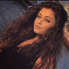 Image about aishwarya rai in Bollywood by ♡ Chathathoy ♡ Aishwarya Rai Young, Aishwarya Rai Pictures, Actress Aishwarya Rai, Aishwarya Rai Bachchan, Bollywood Actress, Bollywood Makeup, Vintage Bollywood, Bollywood Girls, Indian Aesthetic