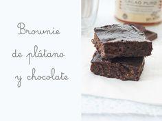Brownie de plátano y chocolate, sin harina, ni azúcar ni huevos