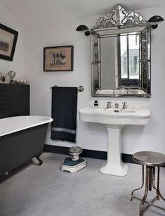 [Interior] Industrial Loft in Paris, so charme! Eclectic Bathroom, Bathroom Interior Design, Vintage Bathrooms, Dream Bathrooms, Bathroom Inspiration, Interior Inspiration, Bathroom Ideas, Loft Industrial, Aix En Provence