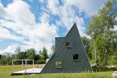 Architect Leo Qvarsebo designed himself a triangular, summer villa in the town of Västerbyn, Sweden that feels almost like an adult treehouse.