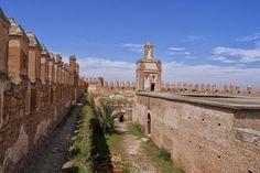 Vous pensez tout connaître sur l'histoire du Maroc et ses monuments historiques ? Moustacho vous présente 8 monuments spectaculaires et secrets au Maroc que vous ne connaissez (probablement) pas.  Timguist  Timguist se situe dans la région d'Agadir,