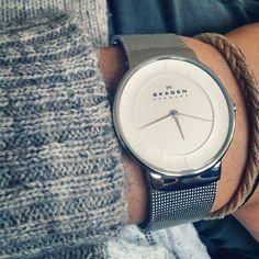 Skagen Denmark heeft platte horloges met een verfijnd minimalistisch design.  www.ajuweliers.nl
