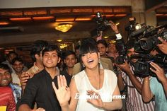 Veena Malik 100 Kisses Record Event, veena malik 100 kisses record event Photos, veena malik 100 kisses record event pics, veena malik 100 kisses record event gallery, pak actress veena malik, veena malik attempts getting kissed 100 times in 1 minute, guinness book of world records, birthday, veena malik