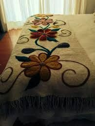 20 Color Embroidery Bed Wrap Cover and Pillow Models Mexican Embroidery, Embroidery Art, Embroidery Stitches, Embroidery Patterns, Bed Wrap, Bed Cover Design, Penny Rugs, Hand Art, Wool Applique