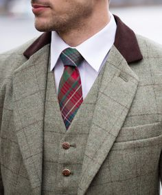 A close-up of the moleskin collar and button detailing on the tweed jacket and waistcoat. Wear this with your kilt outfit or mix and match with other formalwear!