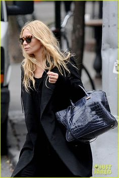 Keeping it low key. Mary Kate Olson, Mary Kate Ashley, Ashley Olsen Style, Olsen Twins Style, Minimal Fashion, All About Fashion, Street Chic, Everyday Look, Style Icons