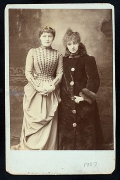 Actresses Lillie Langtry and Sarah Bernhardt, in one of a series of photos taken for charity in Brave, Lillie Langtry, Velasco, Picture Albums, Gilded Age, Vintage Images, Vintage Pictures, Vintage Beauty, Vintage Fashion