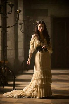 this costume is NOT historically accurate for this show but I'd like a modern version for myself lol Mais