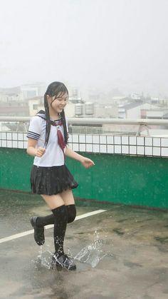 School Girl Japan, High School Girls, Japanese High School, Beauty Base, Knee Socks, Wet Hair, Cute Fashion, Short Skirts, Tights