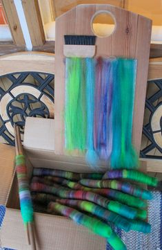 Blending board to make rolags Spinning Wool, Hand Spinning, Spinning Wheels, Wet Felting, Needle Felting, Art Du Fil, Bead Loom Patterns, Fibres, Tapestry Weaving