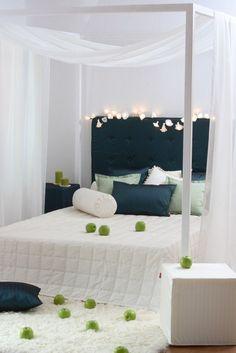 Miękkie i lekkie materiały podkreślają romantyczny charakter wnętrza.