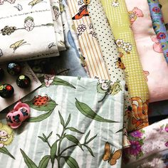 Stunning fabric a brac morning! Pays to get there early!!!! #vintagefabric #vintagebuttons #cathyjanedesigns