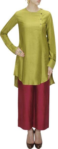 Mehendi side placket tunic by Payal Khandwala. Salwar Designs, Blouse Designs, Pakistani Outfits, Indian Outfits, Kurti Patterns, Mode Hijab, Western Outfits, India Fashion, Indian Designer Wear