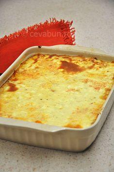 Paste bolognese la cuptor: cum se fac. Paste cu rosii si carne tocata la cuptor. Paste scurte cu sos de carne la tava. Bolognese al forno.