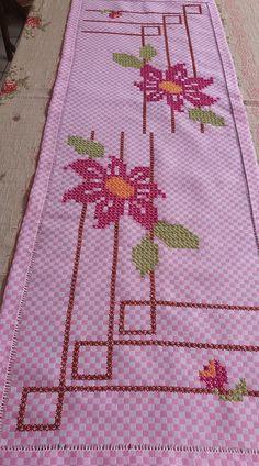 Hand Embroidery Stitches, Cross Stitch Embroidery, Cross Stitch Patterns, Bordado Tipo Chicken Scratch, Cross Stitch Cushion, Chicken Scratch Embroidery, Mini Album Tutorial, Bargello, Cross Stitch Flowers