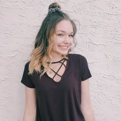 Signa O'Keefe About: Signa O'Keefe was born in Maple Grove, a city in Minnesota, USA on S. Poses For Pictures, Picture Poses, Photo Poses, Photo Shoot, Cute Friends, Insta Models, Photography Women, Photography Ideas, Best Photographers