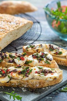 Spicy marinated mozzarella on focaccia Cranberry Bread, Cranberry Cheese, Mozzarella, Healthy Appetizers, Appetizer Recipes, Cooking Dried Beans, Italy Food, Food Photo, Soul Food