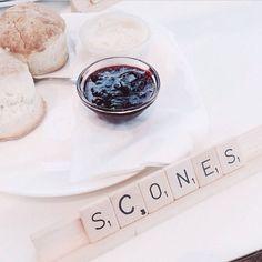 323 vind-ik-leuks, 10 reacties - Sissy-Boy (@sissyboy1982) op Instagram: 'Mond open, ogen dicht, je moet de scones van Sissy-Boy Daily eens komen proeven! Regram…'