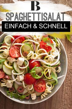 Spaghettisalat – einfach und schnell Spaghetti salad recipe – easy and quick. The spaghetti salad is the classic pasta salad. We show how quickly it works and how you can easily refine it. Salad Recipes Healthy Lunch, Salad Recipes For Dinner, Easy Salads, Healthy Salad Recipes, Spaghetti Salad, Spaghetti Recipes, Vegetarian Spaghetti, Best Chicken Salad Recipe, Salads For A Crowd