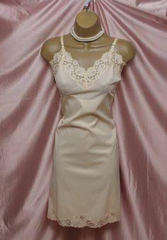 VINTAGE NUDE TAFFETA full slip dress LINGERIE LACY LACE TAFFETA SKIRT size 38
