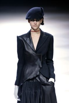 Yohji Yamamoto Fall 2008 - the necklace, simplistic but impossible to miss