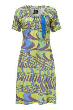 Lynn kjolen er til den virkelig farve elskende kjole pige.