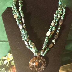 Gorgeous stones This beautiful statement necklace will stand out on any outfit. Glass and turquoise colored stones. Jewelry Necklaces
