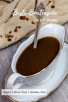 An easy and simple recipe for the best vegan gravy you can imagine. It tastes like the real deal. It makes your plant based Thanksgiving/ Christmas Menu complete with some mashed potatoes and Un-Turkey. The vegan gravy is made with roasted veggies and th Vegan Christmas Dinner, Vegan Thanksgiving, Christmas Cooking, Ketchup, Chutney, Whole Food Recipes, Vegan Recipes, Vegan Sauces, Salsa