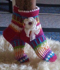 Anelmaiset Pink Ankle Socks pattern by Anelma Kervinen 2019 Ravelry: Anelmaiset Pink Ankle Socks pattern by Anelma Kervinen. Loooove this The post Anelmaiset Pink Ankle Socks pattern by Anelma Kervinen 2019 appeared first on Socks Diy. Crochet Slippers, Knit Crochet, Knitting Projects, Crochet Projects, Woolen Socks, Knitting Patterns, Crochet Patterns, Ankle Socks, Knitting Socks