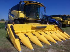 New Holland CR790 Twin Rotor Combine