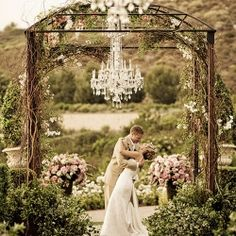 A collection of 12 jaw-dropping ideas to decorate your wedding ceremony.