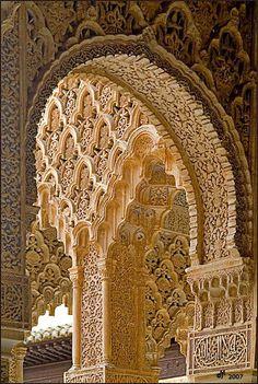 Arabesques, a photo from Granada, Andalucia Art Et Architecture, Islamic Architecture, Beautiful Architecture, Beautiful Buildings, Architecture Details, Beautiful Places, Beautiful Pictures, Architecture Wallpaper, Granada Andalucia