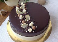 Vanilkovo-čokoládový dort Chocolate Cake Designs, Tasty Chocolate Cake, Mini Chocolate Chips, Buttercream Cake Designs, Christmas Cake Designs, Pastry Design, Naked Cakes, Birthday Cake Decorating, Holiday Cakes
