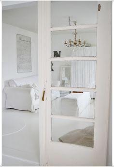 Shabby chic - white door frame