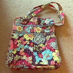 Vera Bradley purse Vera Bradley large purse, non smoker house. In good condition. Plenty of storage space inside and on the outside as well. Vera Bradley Bags Totes