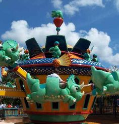 Triceratops Spin Ride at Disney's Animal Kingdom Disney World Map, Disney World Attractions, Disney World Rides, Disney World Florida, Walt Disney World Vacations, Disney Parks, Disney Universal Studios, Orlando Parks, Disney Planning