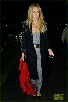 Kate Hudson stuns in chic patterned jumpsuit for night out in LA Bags Online Shopping, Jumpsuit Pattern, Red Handbag, Kate Hudson, Red Fashion, Style Icons, Night Out, Cool Outfits, How To Look Better