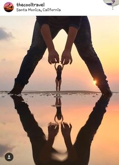 30 Forced Perspective Photography Ideas You Need To Steal! & Design Inspiration Inc Illusion Photography, Beach Photography, Creative Photography, Amazing Photography, Portrait Photography, Nature Photography, Mobile Photography, Ideas For Photography, Photography Hashtags