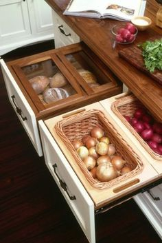 Kitchen Ideas: bread bins and dry vegetable storage. Love this idea. Kitchen Ideas: bread bins and dry vegetable storage. Love this idea. Smart Kitchen, Kitchen Pantry, New Kitchen, Kitchen Drawers, Island Kitchen, Organized Kitchen, Awesome Kitchen, Beautiful Kitchen, Kitchen Small