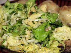 Surówka z kapusty pekińskiej, marchewki i czerwonej papryki - Przepisy kulinarne - Surówki Sprouts, Cabbage, Grilling, Vegetables, Food, Crickets, Essen, Cabbages, Vegetable Recipes