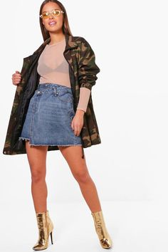 Click here to find out about the Petite Ashlee Double Waistband Denim Skirt from Boohoo, part of our latest SALE collection ready to shop online today!