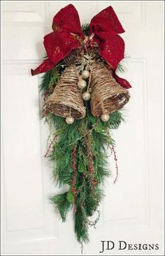 Easy and Simple Christmas Decorations; Home Decor christmas Easy and Simple Christmas Decorations Christmas Swags, Christmas Door Decorations, Christmas Bells, Holiday Wreaths, Rustic Christmas, Simple Christmas, Christmas Home, Christmas Holidays, Christmas Crafts