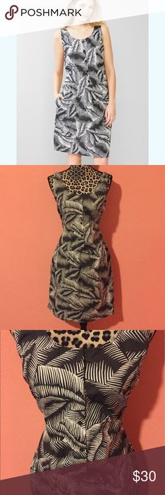 GAP Grey Tropical Palm Leaf Print Shirt Dress S Excellent Pre-owned Gap shirt dress with palm tree leaf print. Has a drop waist with pockets and button down front closure. Tie closure to cinch at waist. Perfect for the summer season. GAP Dresses